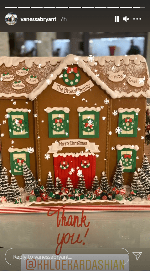 Picture of the giant gingerbread house gifted to the Bryant family by Khloé Kardashian | Photo: Instagram/vanessabryant