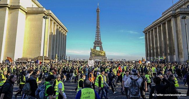 Les Gilets jaunes sont menacés par la police, après avoir refusé d'enlever leur Tour Eiffel dans le Var