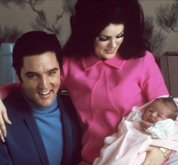 Elvis Presley with Priscilla Presley and daughter Lisa Marie Presley on February 5, 1968 in Memphis, Tennessee. | Photo: Getty Images