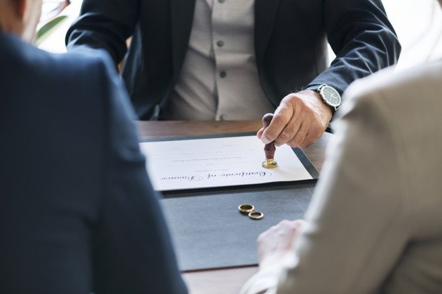 The legal proceedings of a divorce. | Photo: Shutterstock