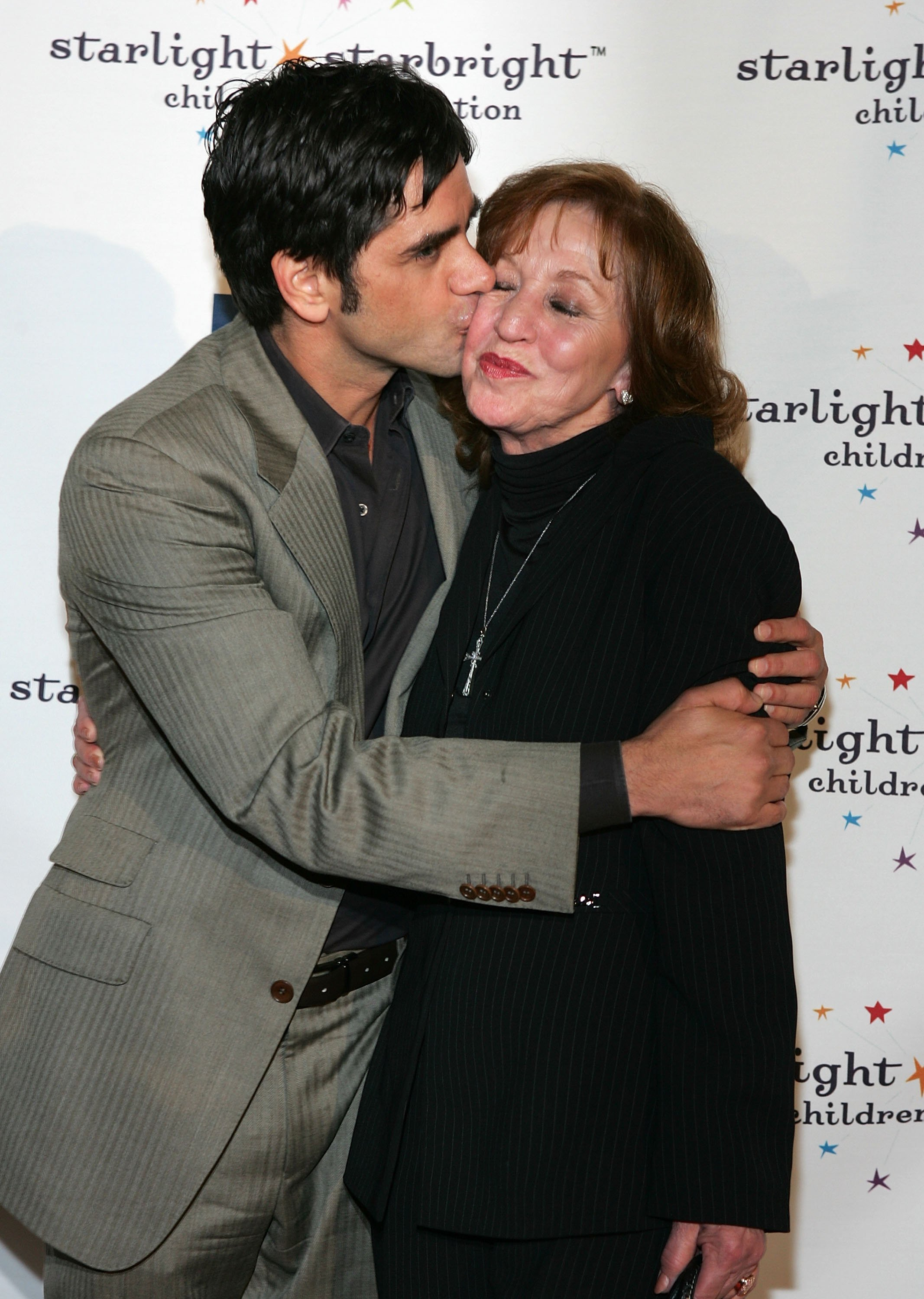 John Stamos und seine Mutter | Quelle: Getty Images