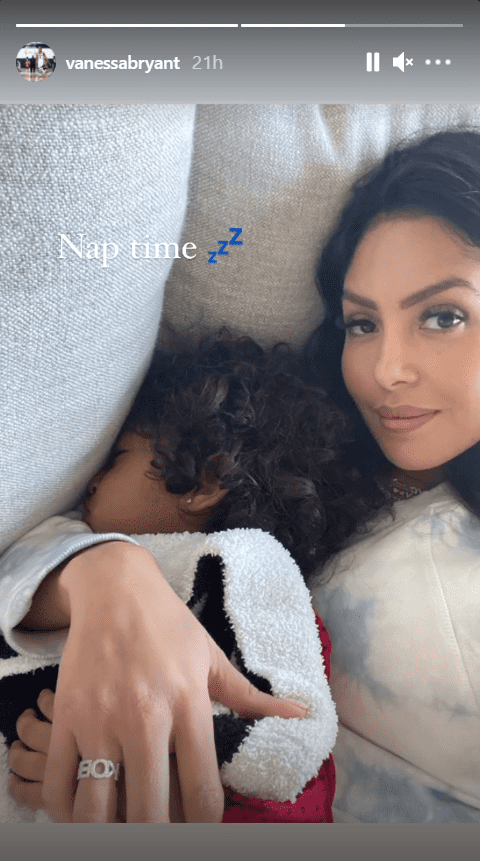 Vanessa Bryant hugging her daughter, Capri, who slept peacefully in her arms | Photo: Instagram/vanessabryant