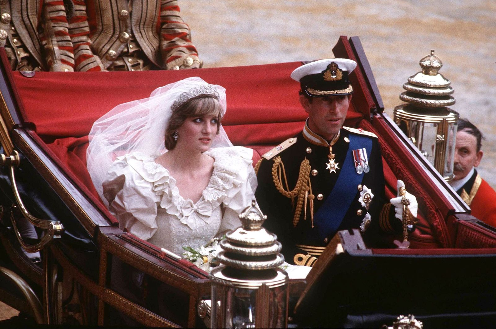 Prince Charles and Princess Diana on the way to Buckingham Palace after their wedding ceremony in London on July 29, 1981 | Photo: Getty Images