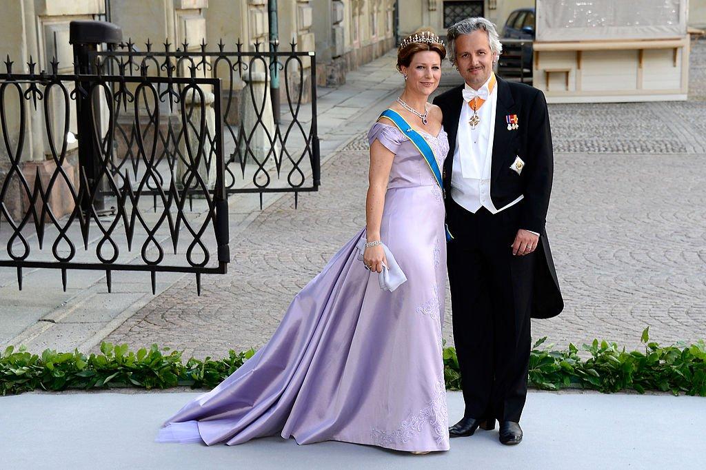 Martha Louise de Noruega y Ari Mikael Behn en la boda de la princesa Madeleine de Suecia el 8 de junio de 2013 en Estocolmo, Suecia. | Foto: Getty Images