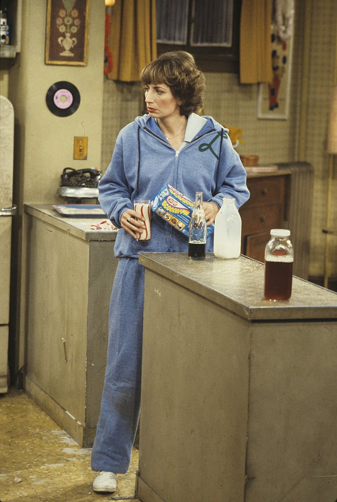 """Penny Marshall in """"Supermarket Sweep"""" on the sets of Laverne & Shirley 