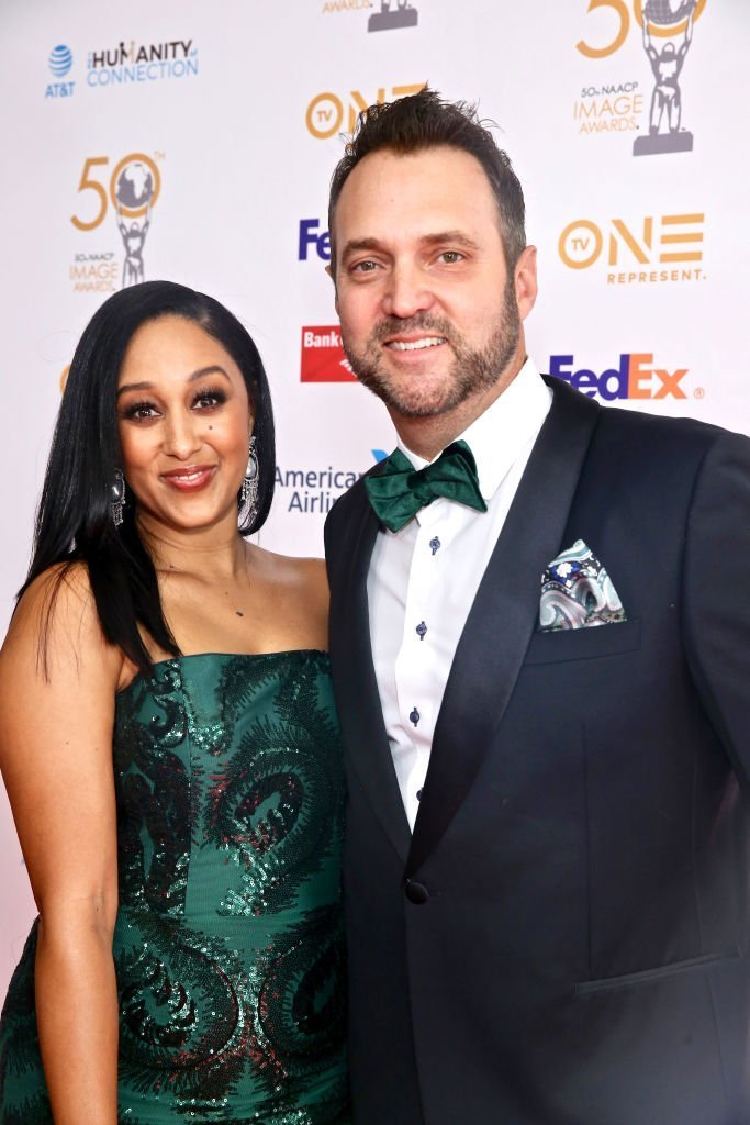 Tamera Mowry and husband Adam Housley attend the 50th NAACP Image Awards Dinner at The Beverly Hilton | Photo: Getty Images