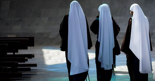 A picture of three nuns walking together   Photo: pixabay