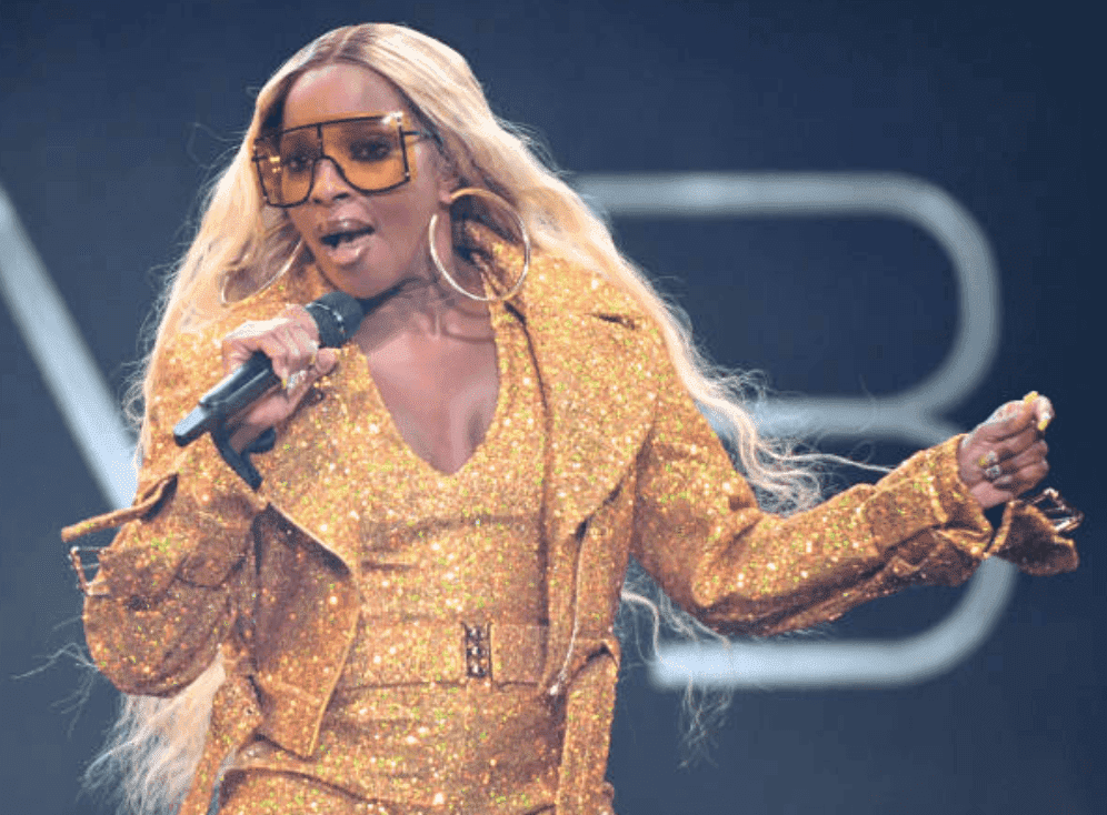 Mary J. Blige singing on stage during a performance at The Joint inside the Hard Rock Hotel & Casino, on August 16, 2019, in Las Vegas, Nevada | Source: Getty Images