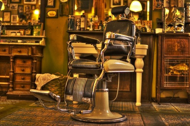 An empty chair at an old-styled barbershop. I Image: Pixabay.