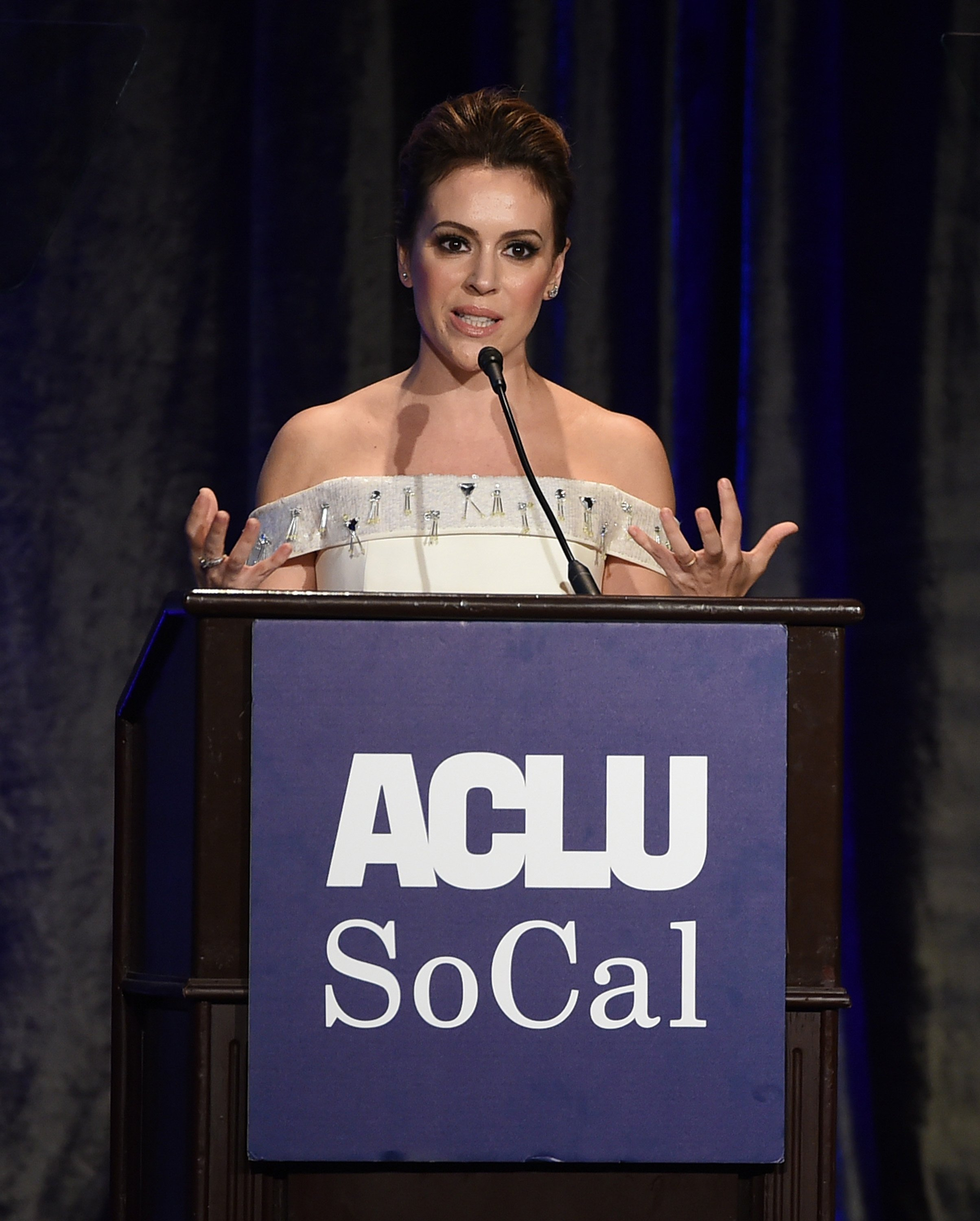 Alyssa Milano accepts the Eason Monroe Courageous Advocate Award at the ACLU's Annual Bill of Rights Dinner at the Beverly Wilshire Hotel on November 11, 2018 in Beverely Hills, California | Photo: Getty Images