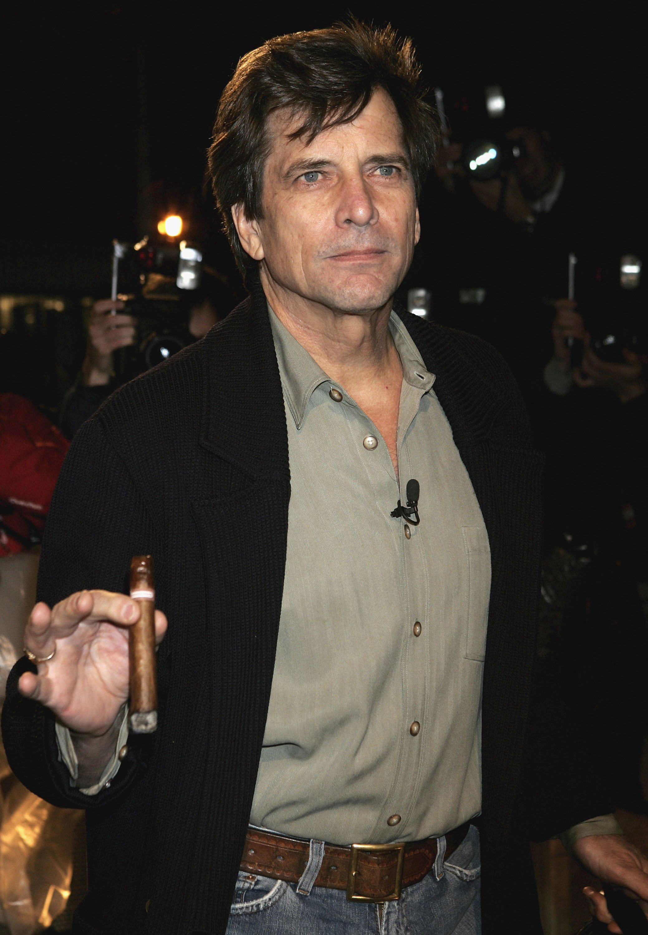 Dirk Benedict arrives for Celebrity Big Brother series on Jan. 3, 2006 | Source: Getty Images