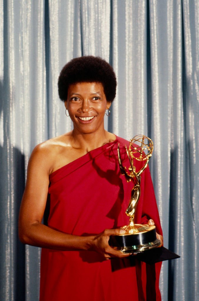 Olivia Cole with her award for Outstanding Single Performance by a Supporting Actress in a Comedy or Drama Series at the 1977 Primetime Emmy Awards.   Photo: Getty Images