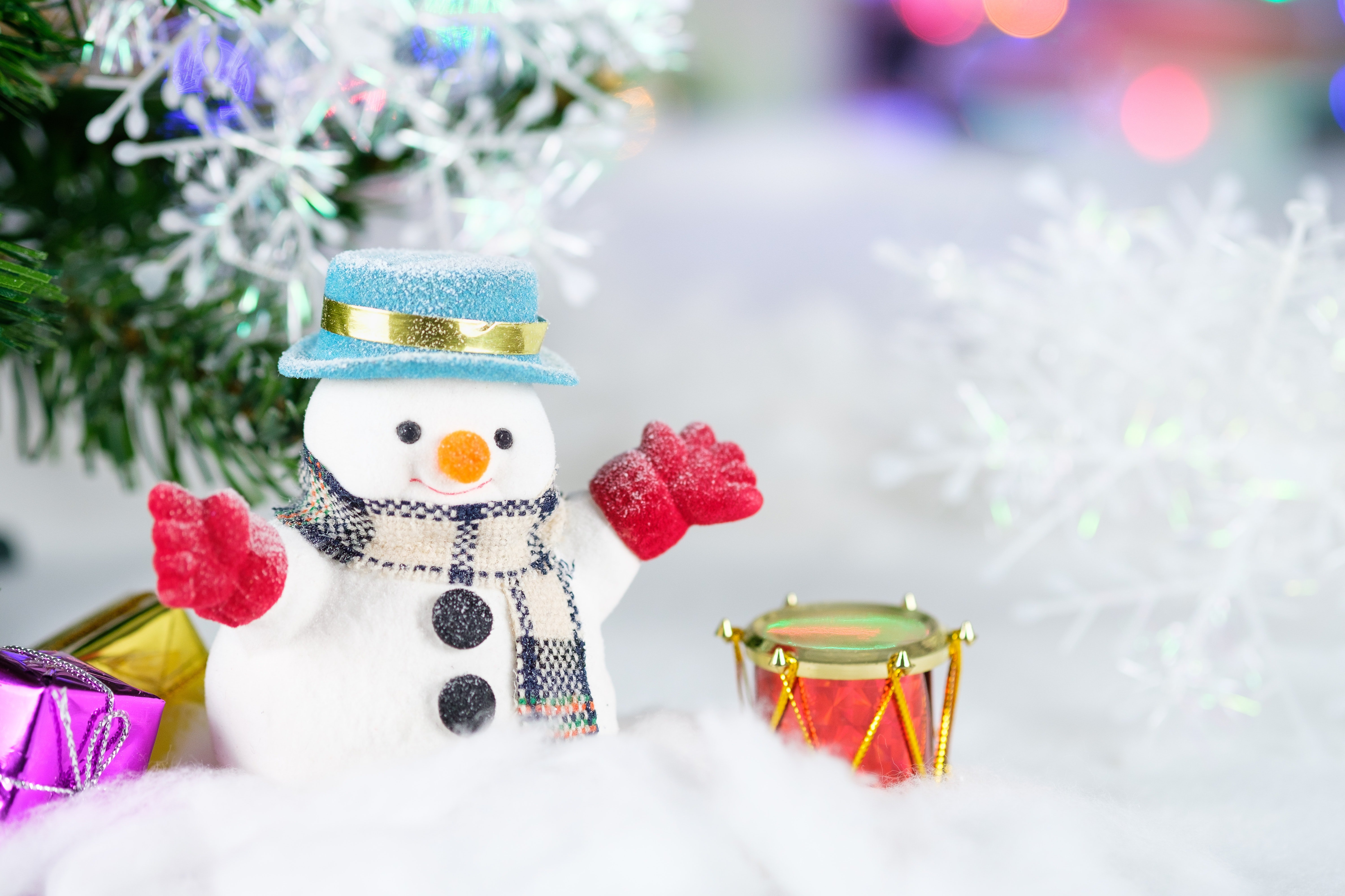 Snowman and drums | Photo: Pexels.com