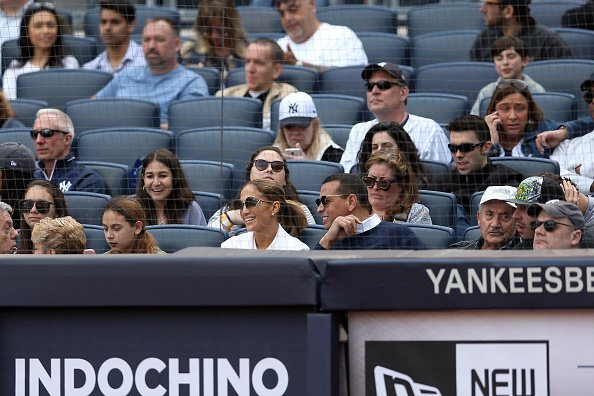 Jennifer Lopez and Alex Rodriguez attend a game between the Baltimore Orioles and the New York Yankees  | Photo: Getty Images