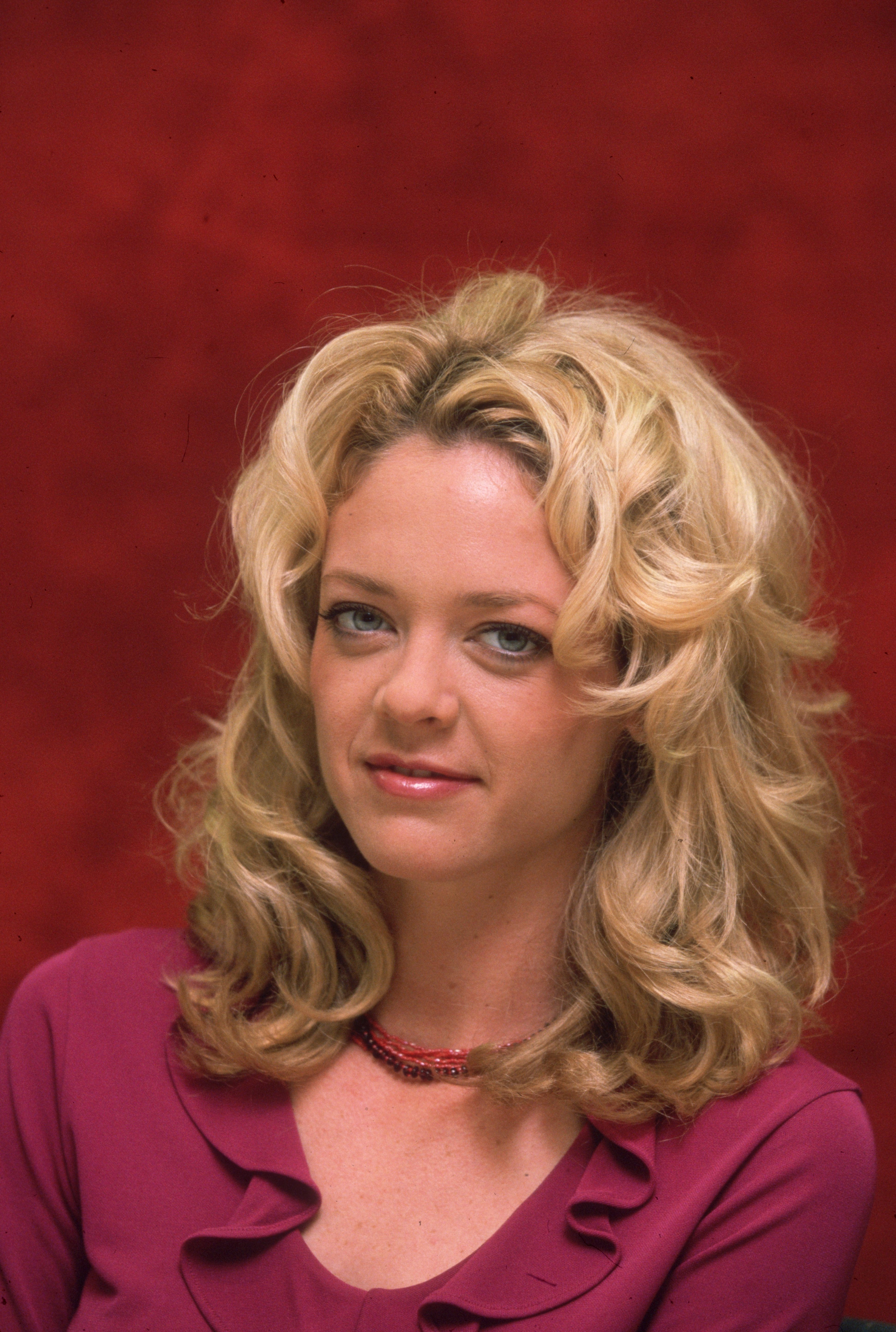 Headshot studio portrait of Lisa Robin Kelly, taken in Beverly Hills, California in 2000 | Source: Getty Images