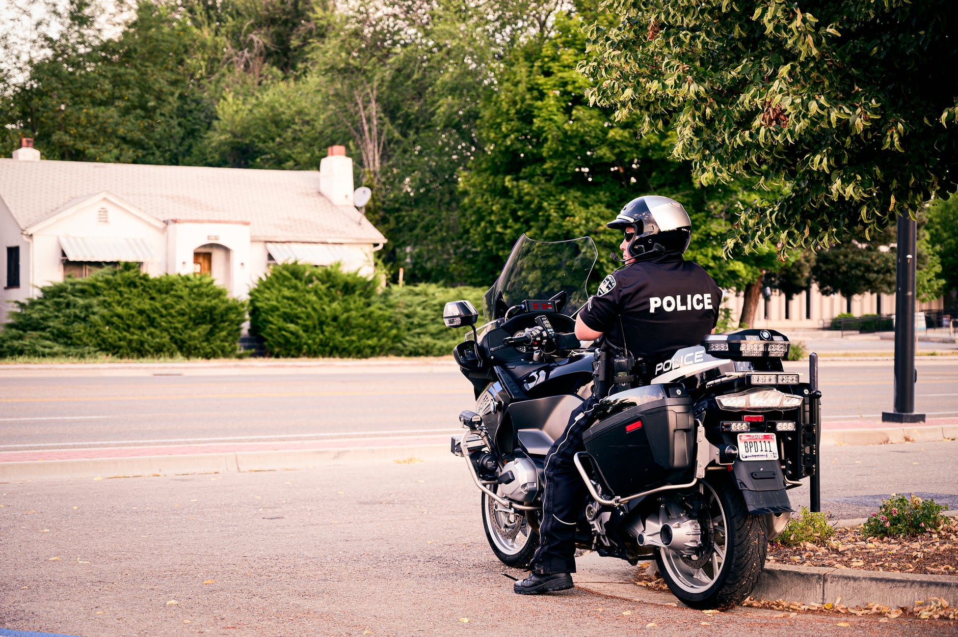 A police officer sitting on his bike during a road patrol. | Photo: Pexels