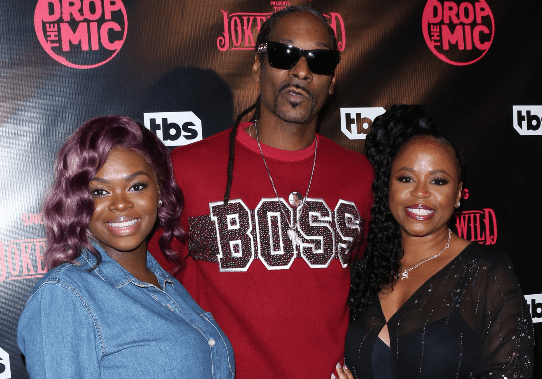"""Cori Broadus, Snoop Dogg, and Shante Broadus at the premiere for TBS's """"Drop The Mic"""" in 2017 in Los Angeles.   Source: Getty Images"""