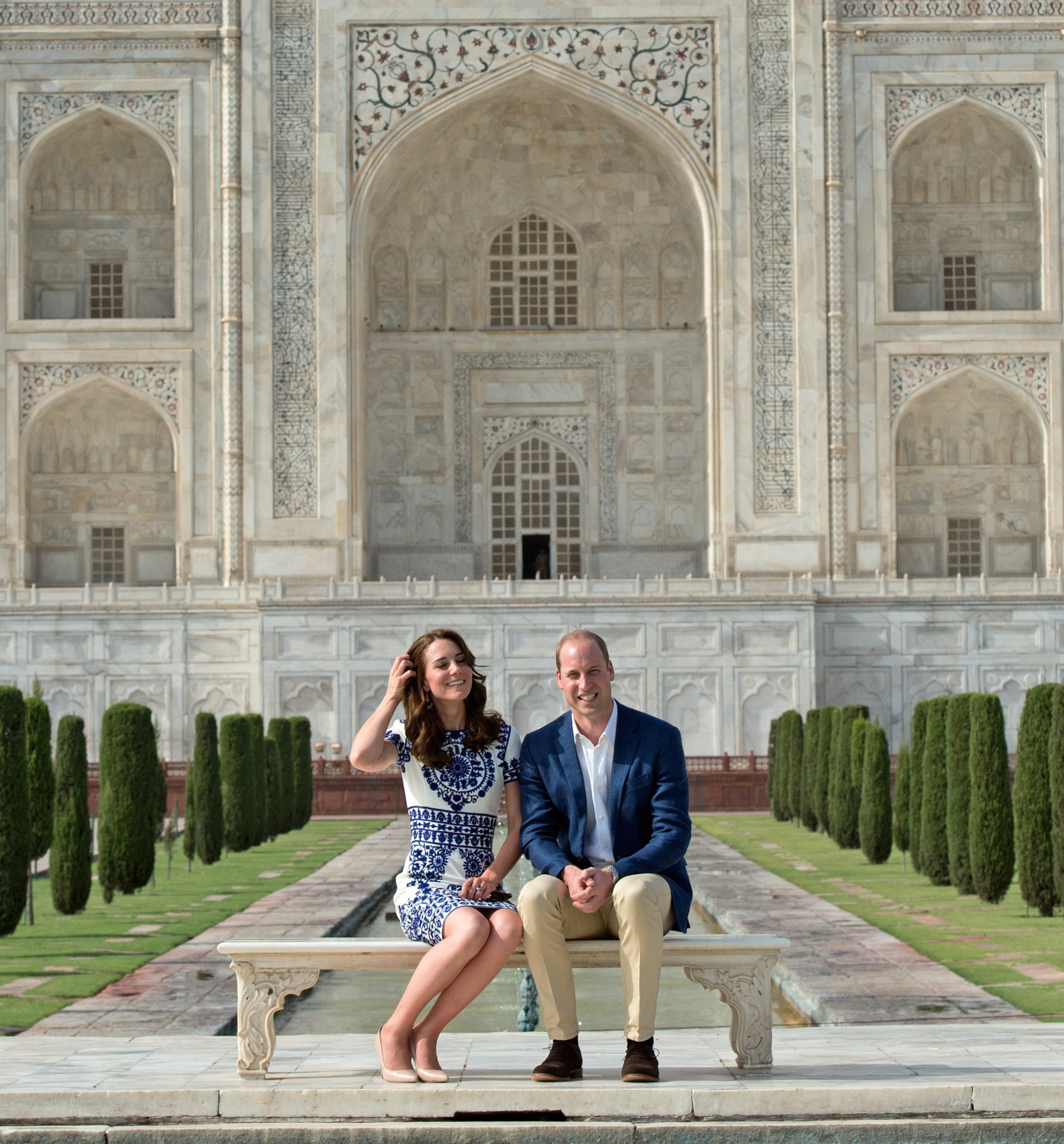 Prince William, Duke of Cambridge and Catherine, Duchess of Cambridge pose in front of the Taj Mahal on April 16, 2016 | Photo: Getty Images