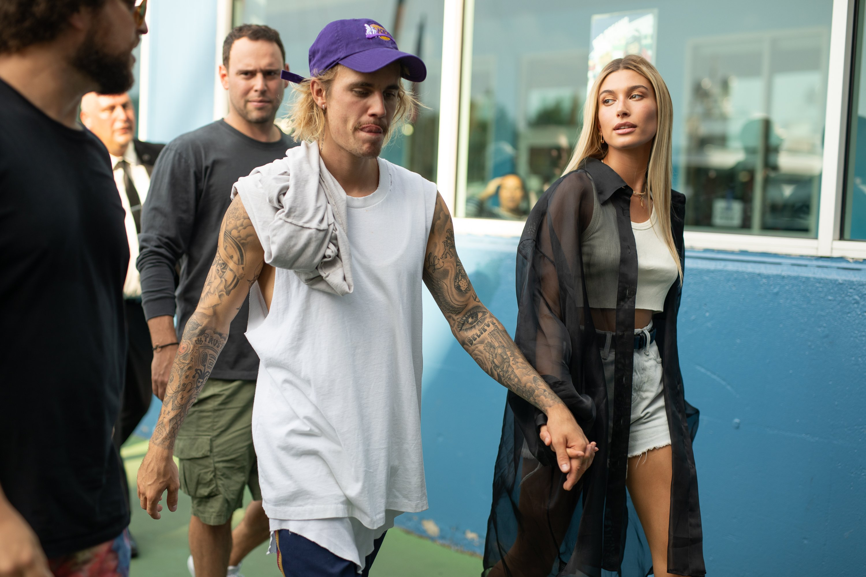 Justin Bieber and model-wife Hailey Bieber walking on the street while holding hands. | Photo: Getty Images