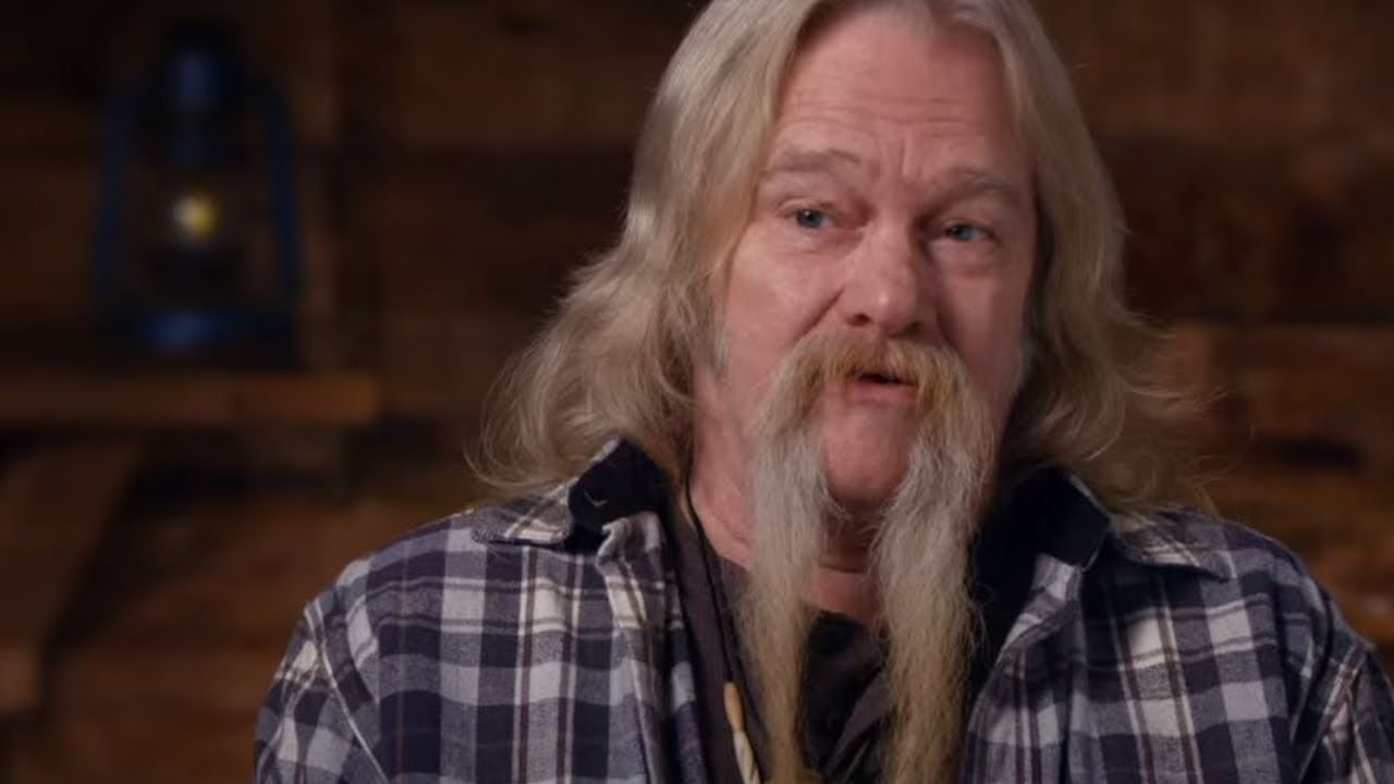 """""""Alaskan Bush People"""" star, Billy Brown, speaking on the set of the show   Photo: YouTube/ CountryCast"""