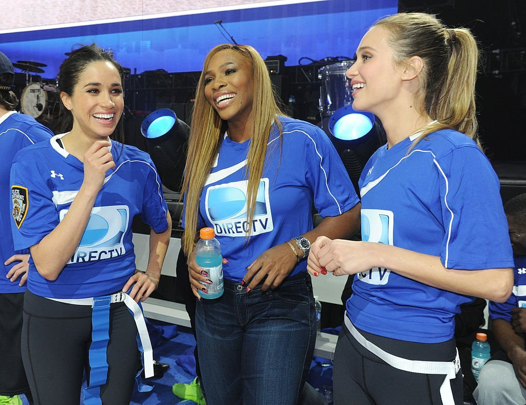 Meghan Markle and Serena Williams nurturing their new friendship during their participation in the  DirecTV Beach Bowl at Pier 40 on February 1, 2014 in New York City. | Source: Getty
