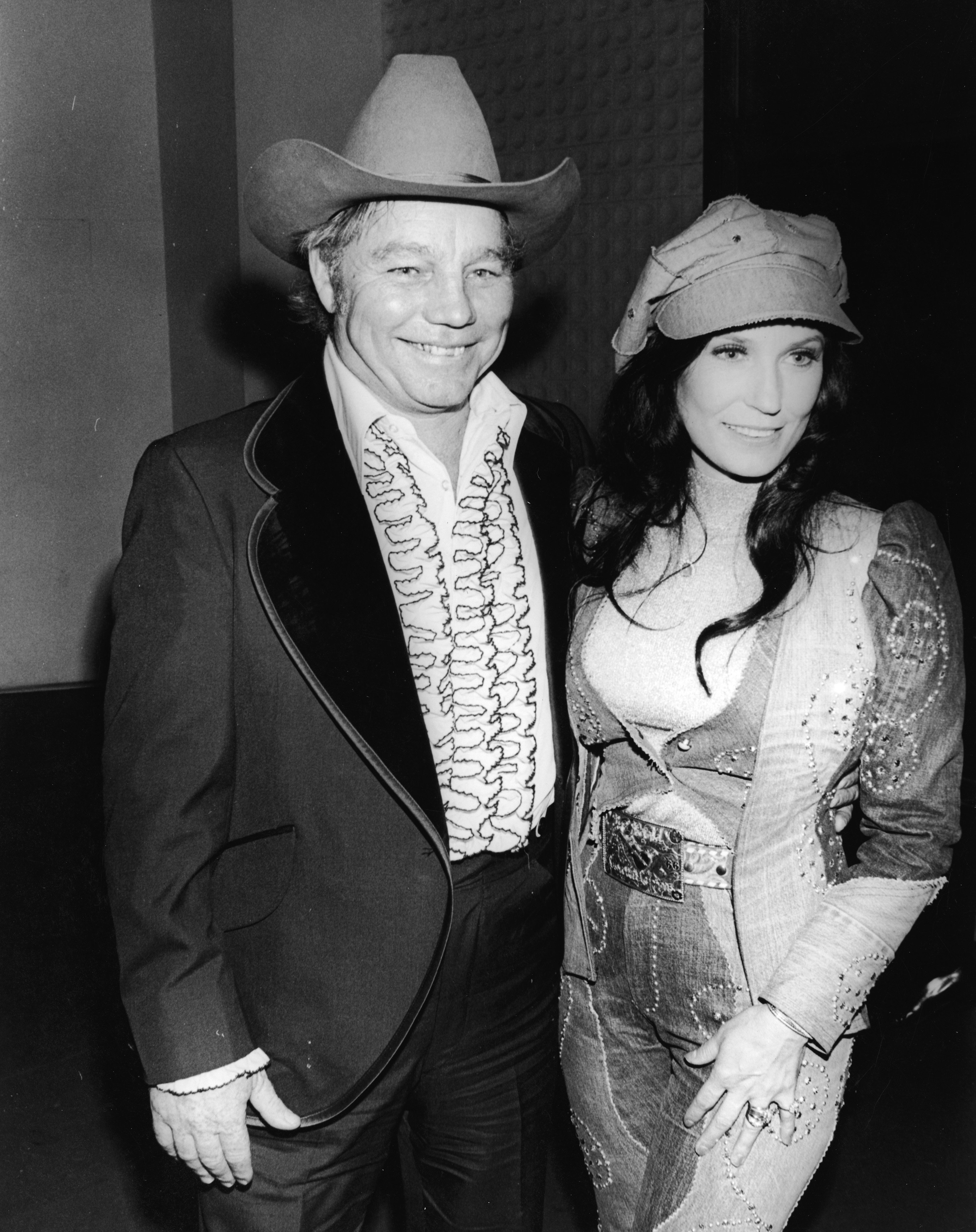 Loretta Lynn and her husband Oliver Lynn, Jr. (also known as Mooney) at the Country & Western Music Awards, Hollywood, California, February 27, 1975. | Source: Getty Images.