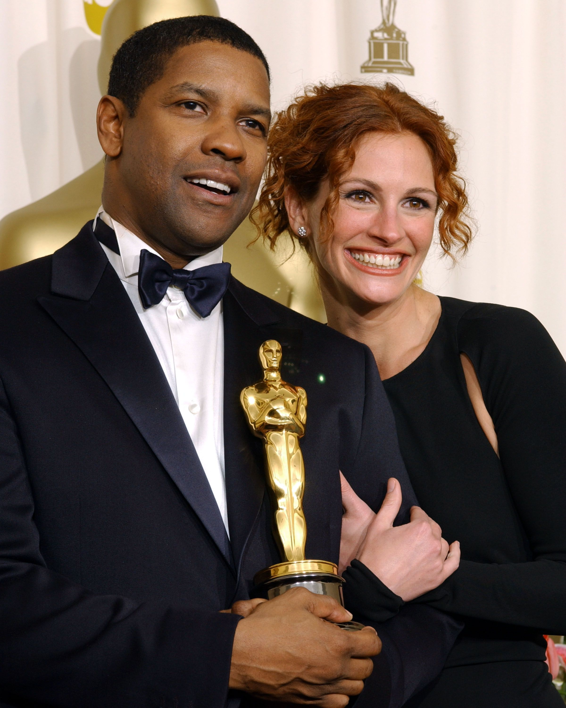 Denzel Washington and Julia Roberts at the 74th Annual Academy Awards in 2002 | Source: Getty Images