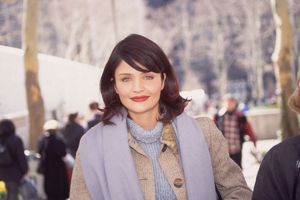 A throwback photo of Helena Christensen walking in New York City in 1995. | Photo: Getty Images