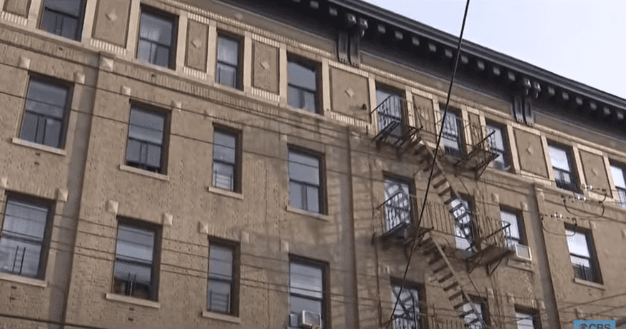 The New York City Apartment where 3-year-old Jose Garcia fell recently. | Photo: YouTube/CBS New York