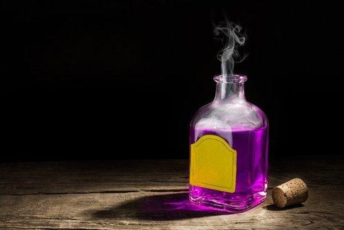 A bottle of purple potion. | Source: Shutterstock.