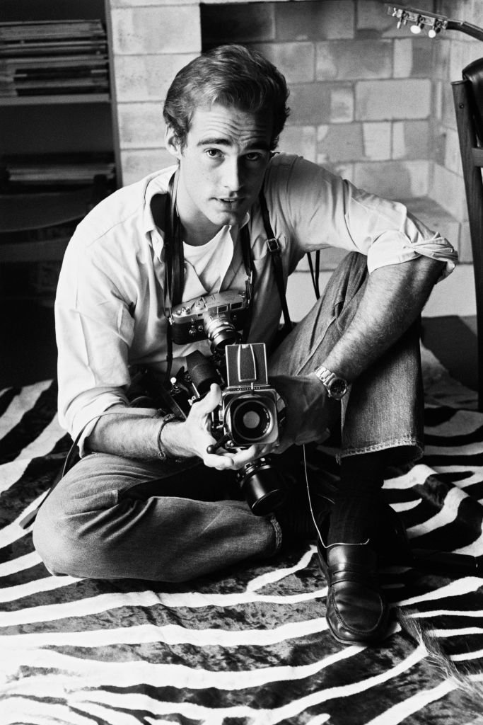 A portrait of Sean Flynn holding a camera on 05 June, 1966 | Photo: Getty Images
