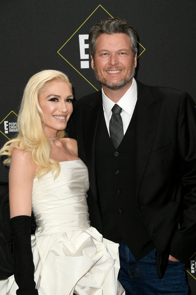 Gwen Stefani and Blake Shelton attend the 2019 E! People's Choice Awards at Barker Hangar | Photo: Getty Images