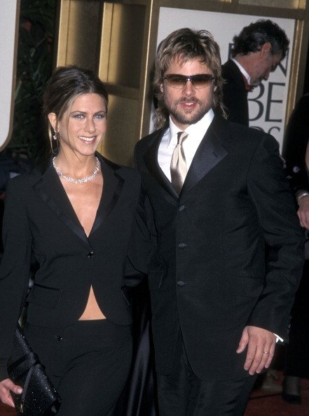 Jennifer Aniston and actor Brad Pitt at the 59th Annual Golden Globe Awards on January 20, 2002 | Photo: Getty Images