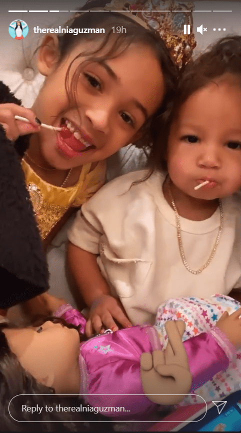 Royalty Brown poses with a friend at a princess party. | Photo: Instagram/therealniaguzman