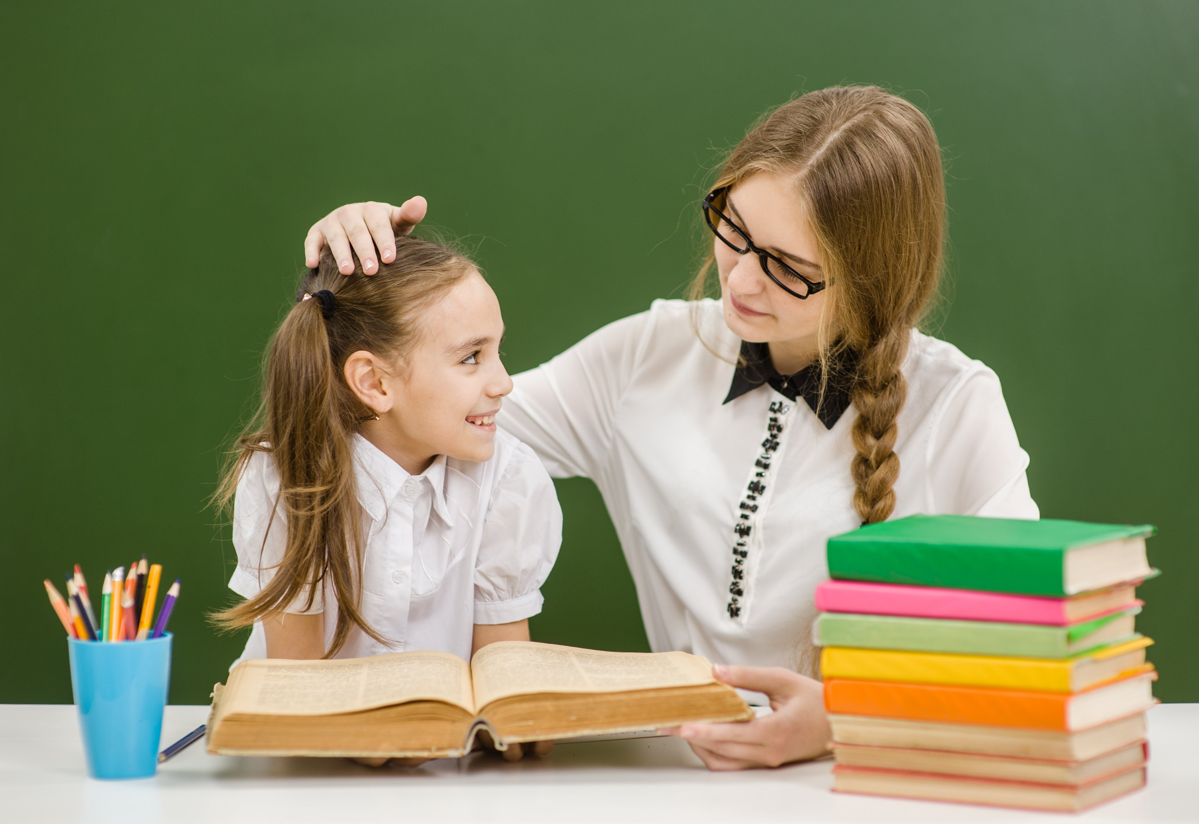 Teacher and student in classroom. | Photo: Shutterstock
