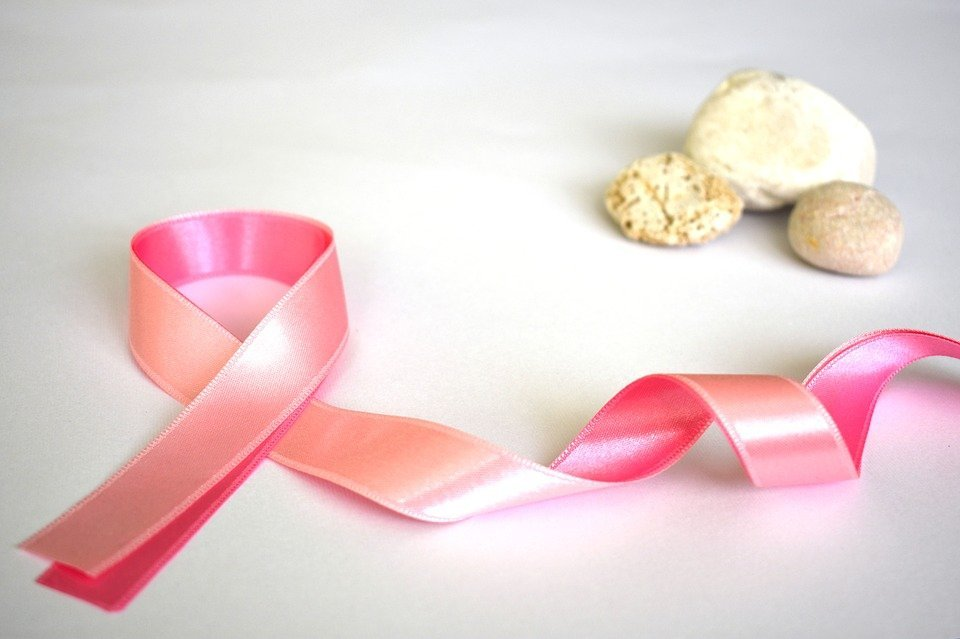 Cinta rosa representando la lucha contra el cáncer. | Imagen: Pixabay