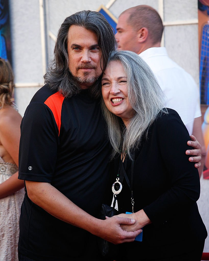 """Actor Robby Benson (L) and his wife Karla DeVito (R) arrive at the """"Beauty And The Beast"""" sing-a-long premiere and DVD release party at the El Capitan Theatre on October 2, 2010 in Hollywood, California. 