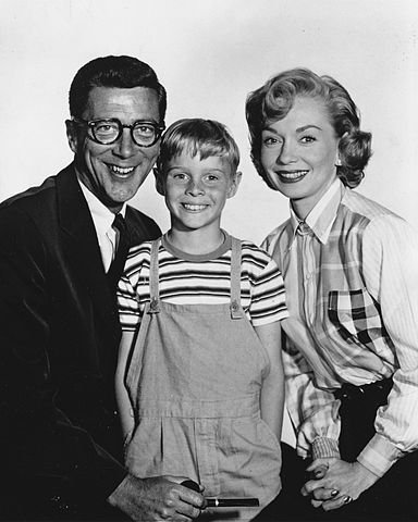 Jay North and Dennis the Menace co-stars Herbert Anderson and Gloria Henry, 1959. | Source: Wikipedia.
