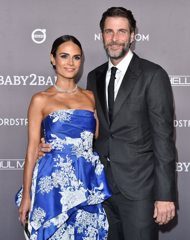Jordana Brewster and Andrew Form attend the 30th Annual Producers Guild Awards on January 19, 2019 | Photo: Getty Images