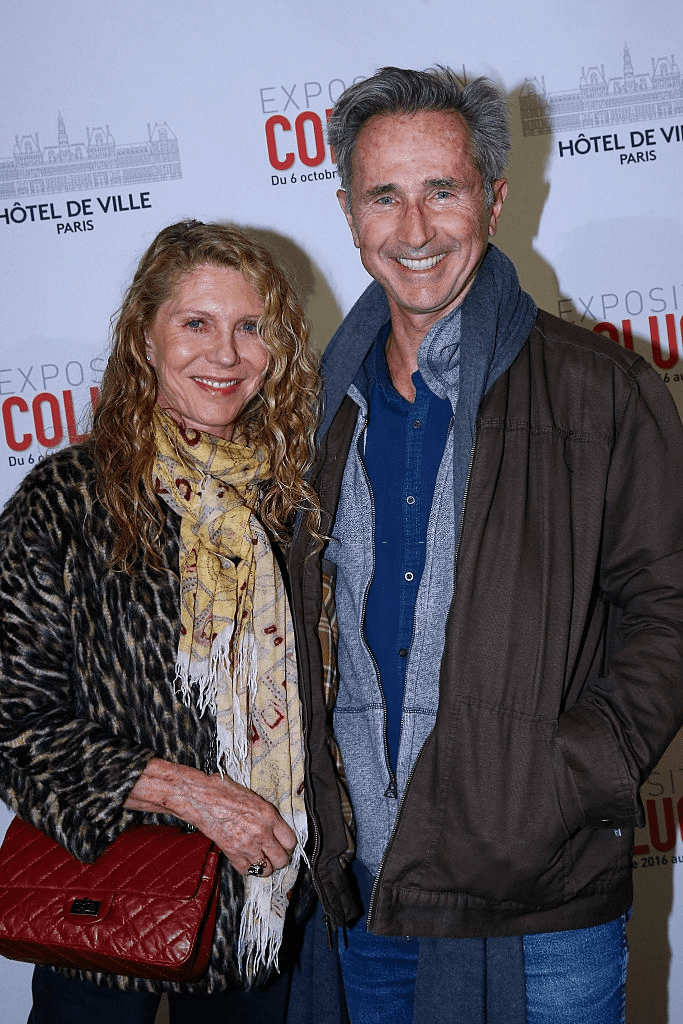 L'acteur Thierry Lhermitte et son épouse Hélène assistent au vernissage de l'exposition Coluche le 5 octobre 2016 à Paris, France. | Photo : Getty Images