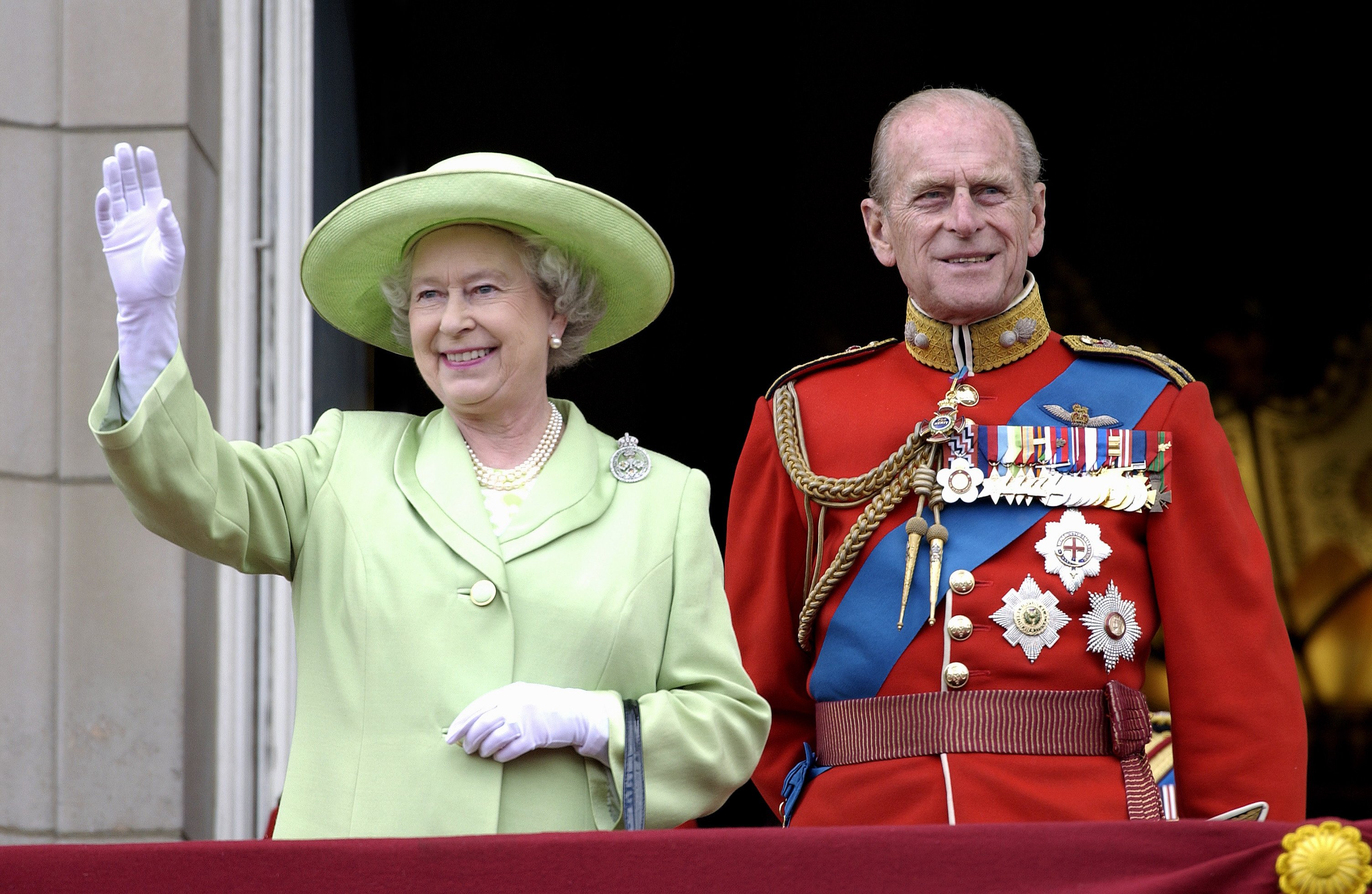 Queen Elizabeth II and Prince Philip on the balcony of Buckingham palace from Troop the Colour 2001. London, England.   Photo: Getty Images