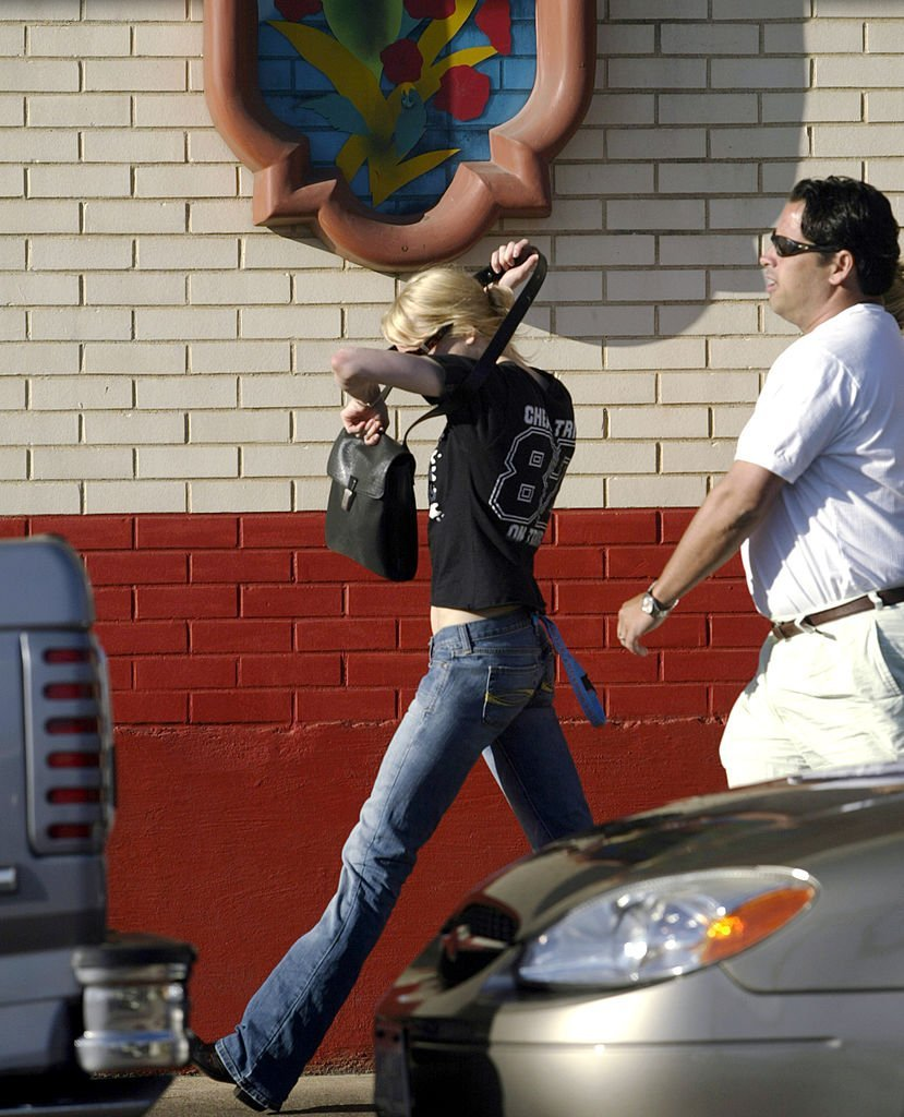 Renee Zellweger walks on a street May 14, 2005 in Dallas, Texas. Zellweger and country singer Kenny Chesney | Getty Images