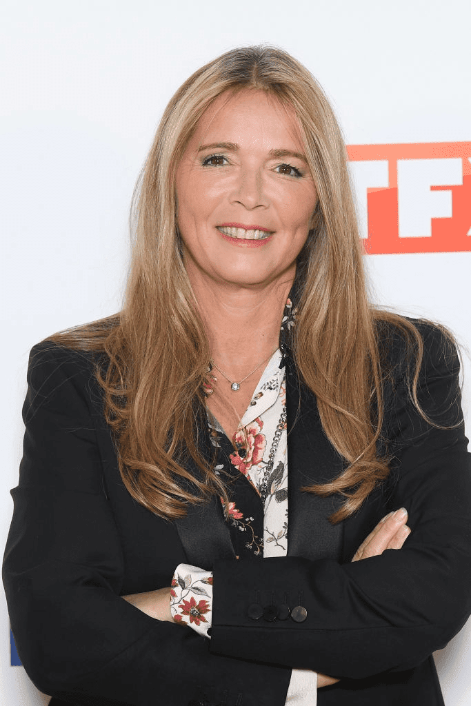 PARIS, FRANCE - SEPTEMBRE 09 : Hélène Rollès assiste au Groupe TF1 : Photocall au Palais De Tokyo le 09 septembre 2019 à Paris, France. | Photo : Getty Images