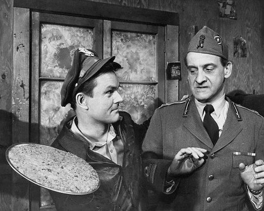 Bob Crane as Col. Hogan with Hans Conried as a visiting Italian officer from the television show Hogan's Heroes. | Source: Wikimedia Commons