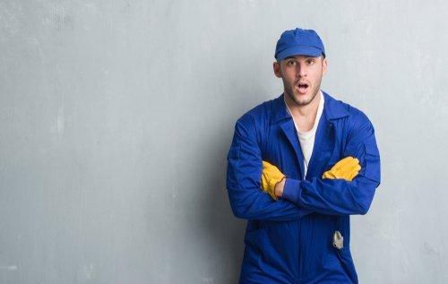 A surprised mechanic. | Source: Shutterstock.