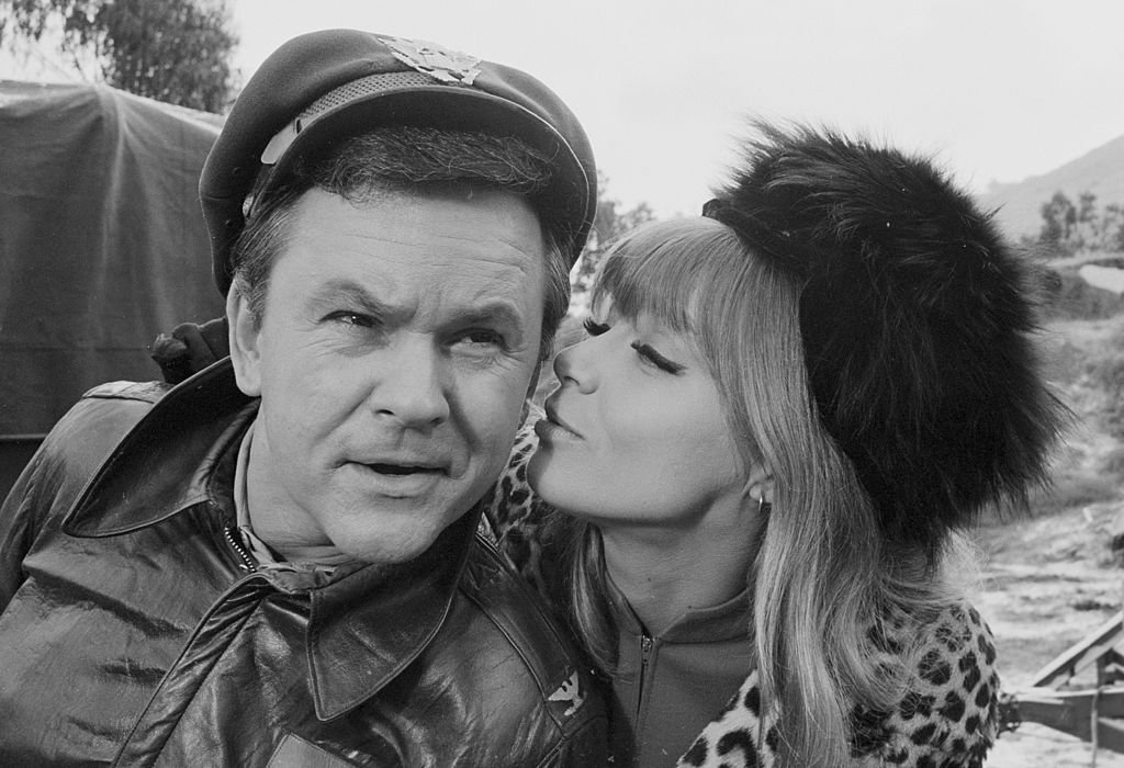 Bob Crane and Nita Talbot on  HOGAN'S HEROES episode: The Witness. | Photo: Getty Images