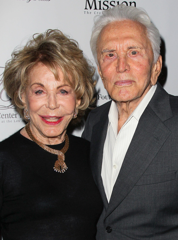 Anne Buydens und Kirk Douglas. I Quelle: Getty Images