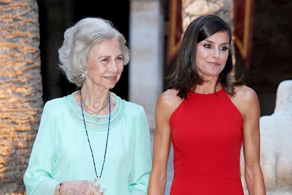 La Reina Letizia de España y la Reina Sofía durante una cena.| Fuente: Getty Images