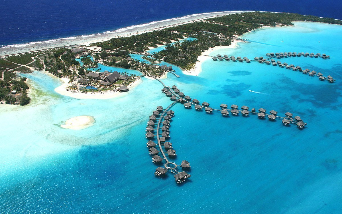 DL2A Four Seasons in Bora Bora.   Photo: Wikimedia Commons Images