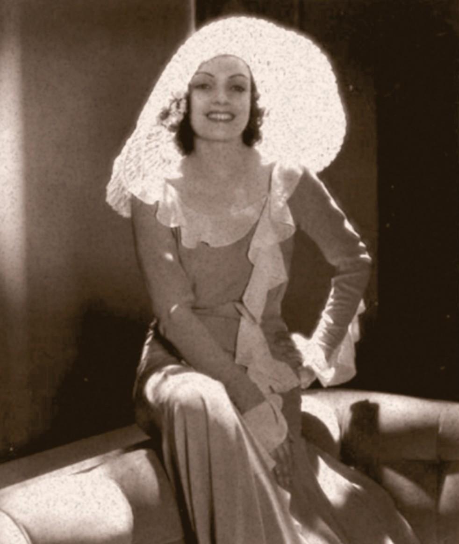 Conchita Montenegro, famosa actriz española, vistiendo un sombrero y vestido largo. Año 1934. | Imagen: Flickr